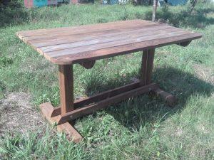 Садовая мебель из дерева: стол из массива