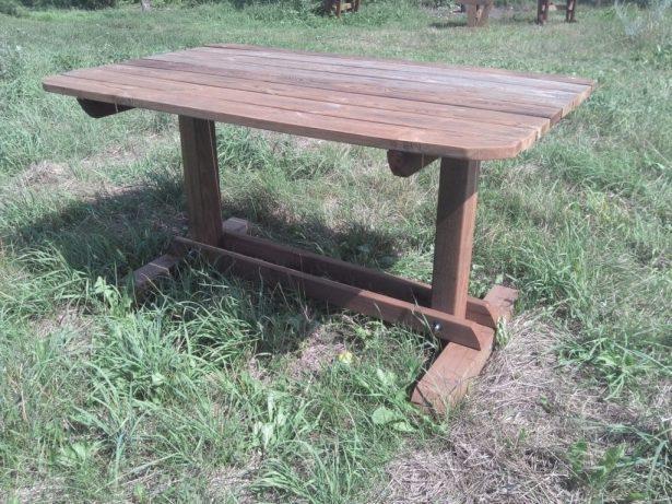 готовые изделия из дерева: стол из массива