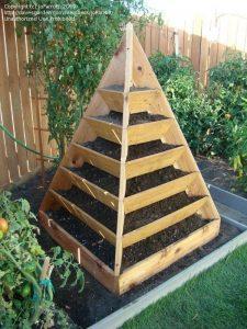 садовая пирамида для зелени