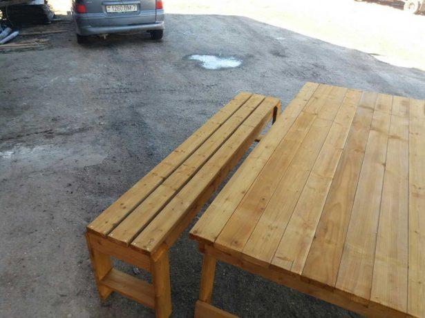 лавка и стол из дерева