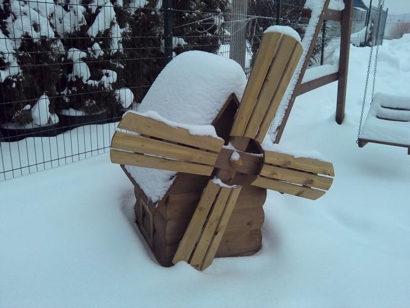 МАФ: декоративная мельница зимой