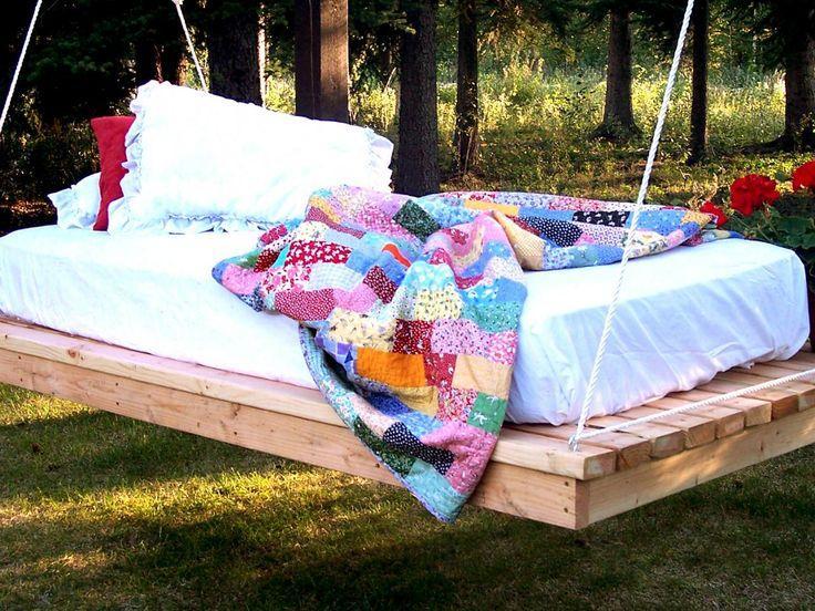 подвесная деревянная кровать-качели