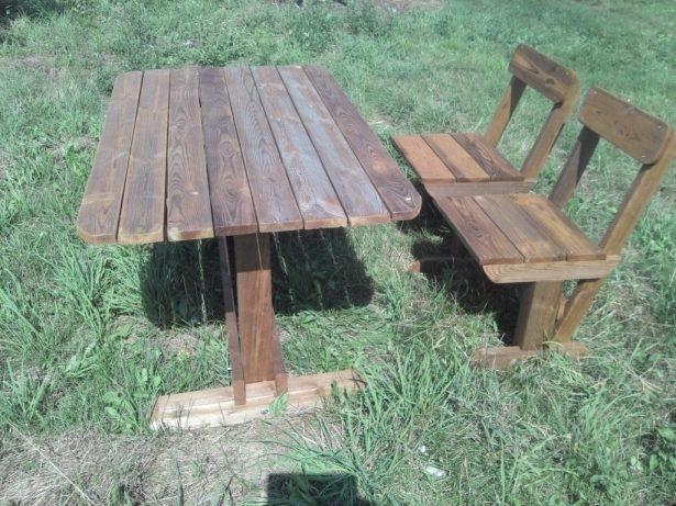 Готовые изделия из дерева: стол и стулья из массива