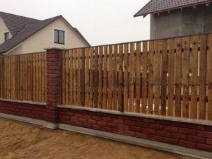 комбинированный забор из дерева и блоков