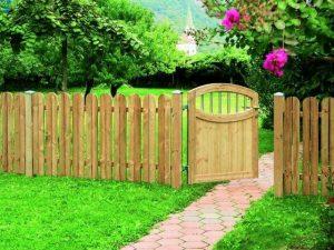 забор из сдвоенных досок и калитка