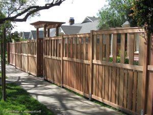 забор с верхом и низом разной плотности